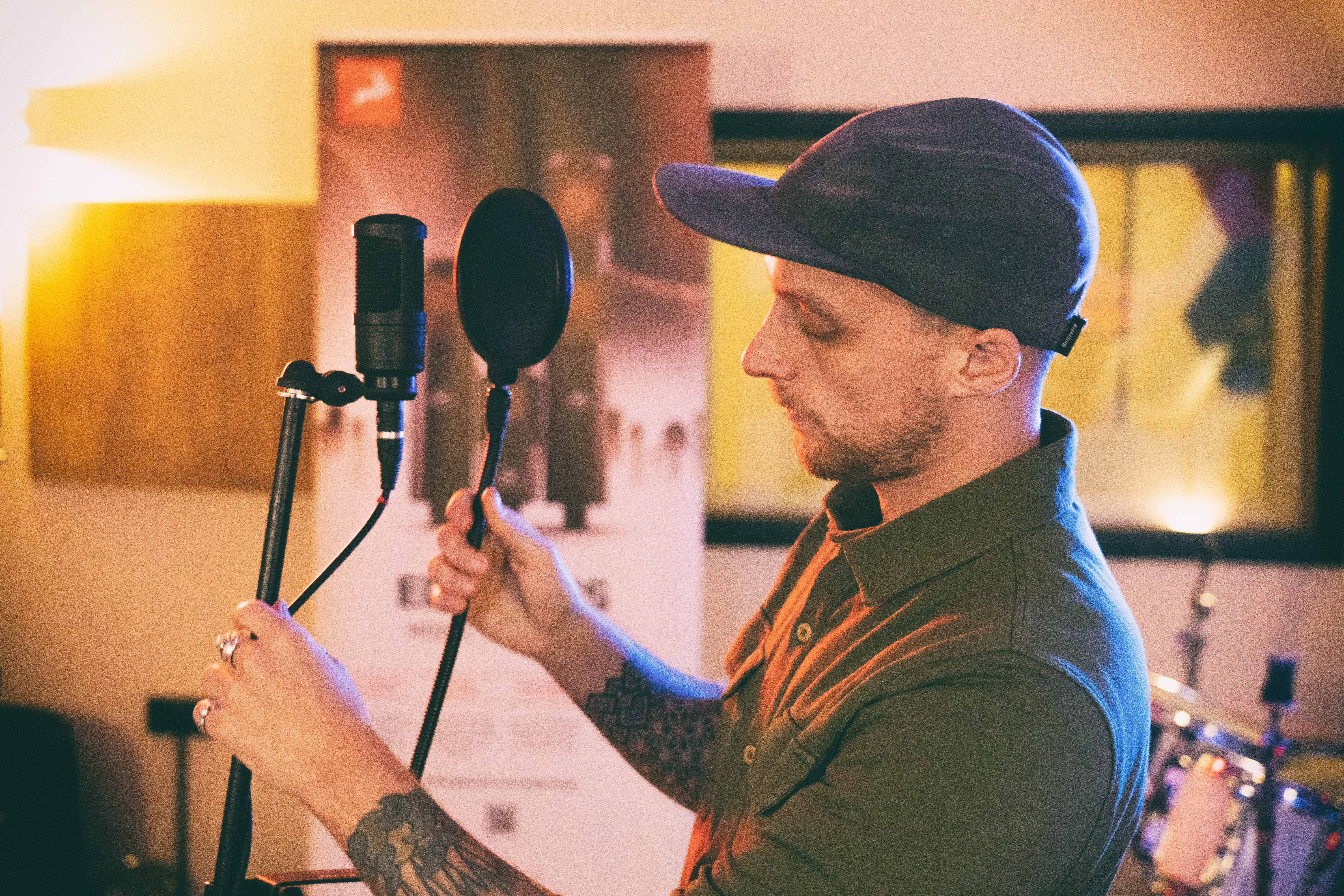 Danny Trachtenberg fixing an Edge Solo microphone
